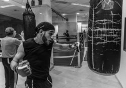 "<img src=""man punching bag.jpg"" alt=""how to train on a heavy bag""/>"