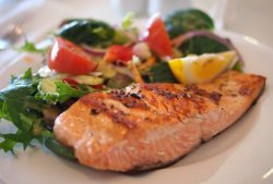 "<img src=""salmon and vegetables.jpg"" alt=""how many calories should i eat in a day to lose weight""/>"