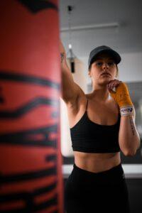 "<img src=""girl punching bag.jpg"" alt=""how to train on a heavy bag""/>"